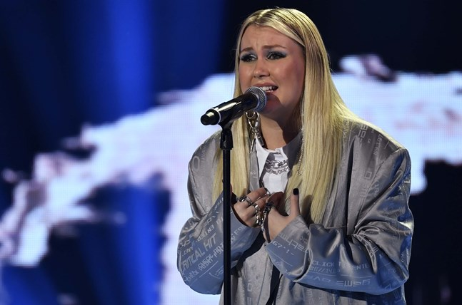 "Ella Hedström får stanna kvar i ""Idol"". Arkivbild."