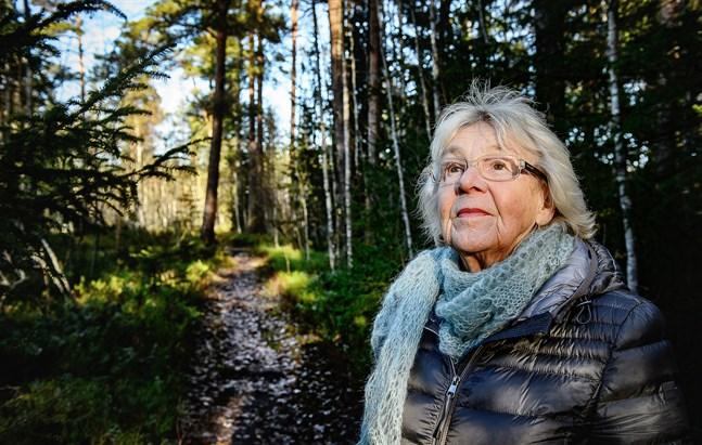 Gurli Lindén har använt sina livserfarenheter som material i sitt författarskap.
