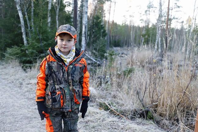 Jägare kommer vi ha långt in i framtiden om jaktklubbar går samma väg som den i Teugmo. Noah är endast sju år gammal och har redan varit med i tre älgjakter.