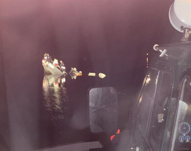 Fyra personer befann sig ombord på räddningsbåten Helga då den sjönk.