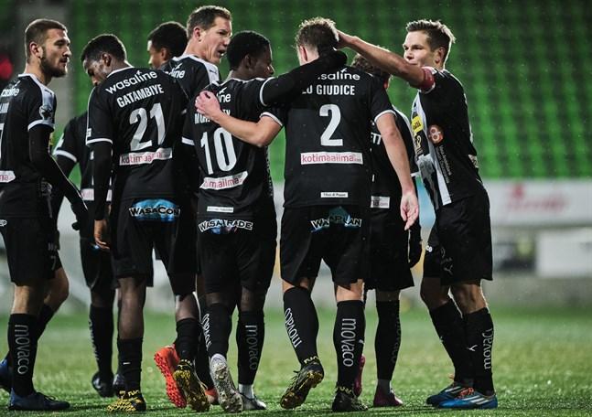 Spelarna i VPS offrade mycket för klubben förra säsongen. Trots att laget var permitterat tränade spelarna tillsammans utan lön i två veckor. Det blev till slut en sjätteplats i division 1.
