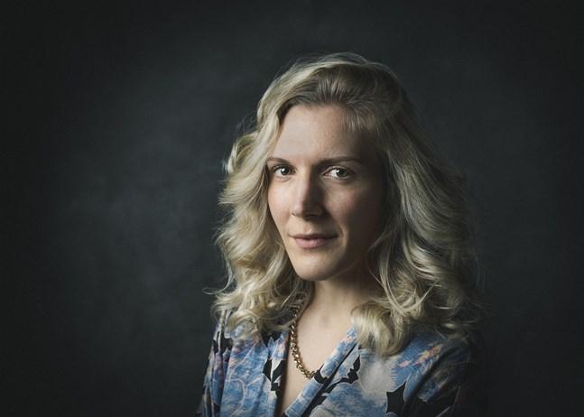 Klara är i trettioårsåldern och har ett halvbra jobb i Stockholms mediavärld. Hon är huvudperson i Josefin Soncks debutbok.