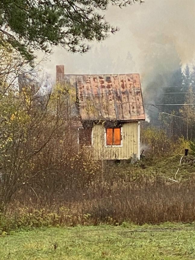 Ödehuset vid Strandvägen totalförstördes i branden i söndags.