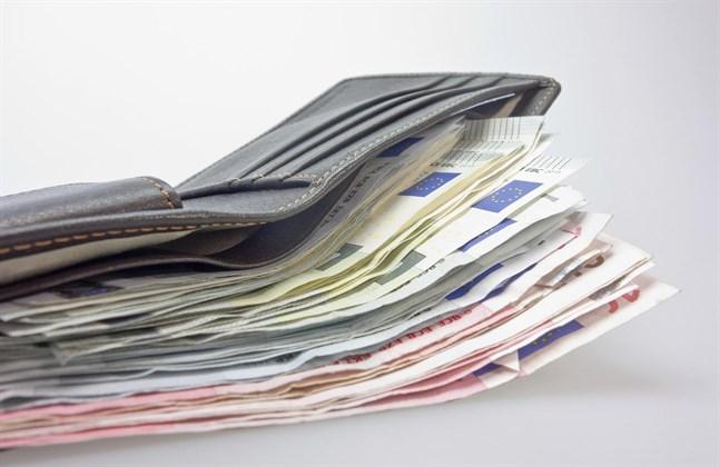 Gör pengar en lycklig? Enligt Sparbarometer är det i alla fall de som anser sig vara lyckliga som sparar mest.