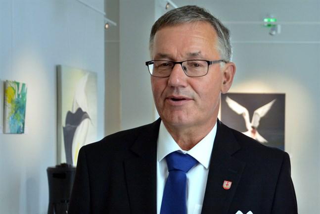 Hans-Erik Lindqvist blev nyligen pensionär. Nu har han lovat ställa upp i kommunalvalet.