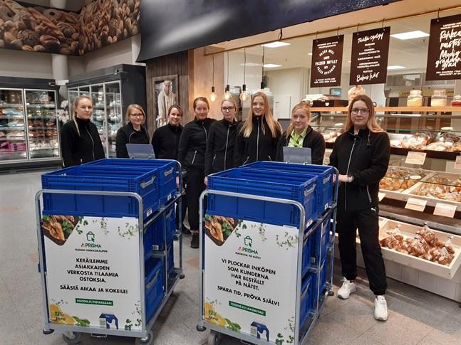 Noora Sandvik, Pia Välimaa, Miia Korpela, Judith Häggman, Marlene Granholm, Annika Hirvikoski, Sanna Bodbacka och Susanne Joki är åtta av sammanlagt tio personer som arbetar med Prismas nätbutik.