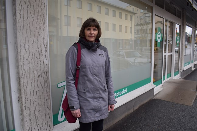 Helena Raattamaa tar över som ny apotekare vid Första apoteket i Jakobstad och filialen i Larsmo från och med nästa vecka.
