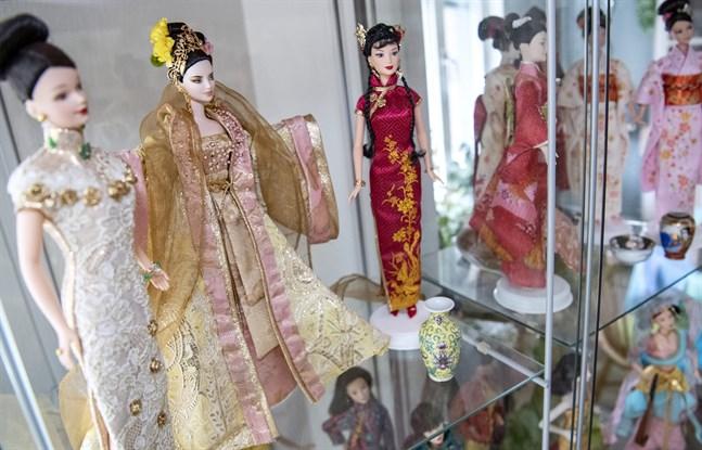 Barbiedockan har genom tiderna kommit i olika munderingar.