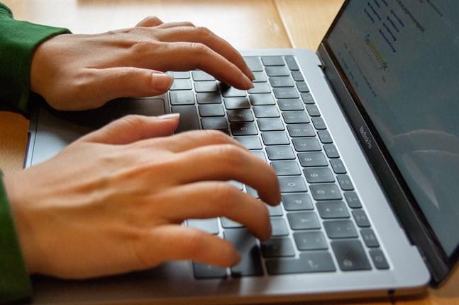 Användningen av digitala läromedlen har ökat inom den grundläggande utbildningen och andra stadiets utbildning i Finland.