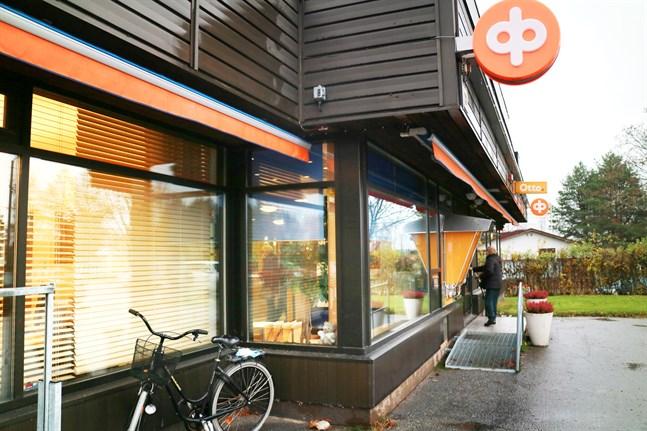 Mellersta Österbottens Andelsbank stänger kontoret i Terjärv för kunder som inte har bokat tid på förhand.