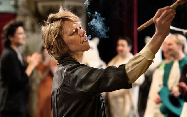 Alma Pöysti spelar huvudrollen som Tove Jansson i filmen Tove.
