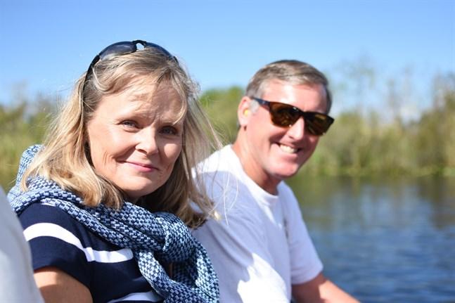 Anki Wright tillsammans med maken Ken. Anki har upplevt åtta presidentval sedan hon flyttade till USA 1988. I årets val stöder hon Donald Trump.