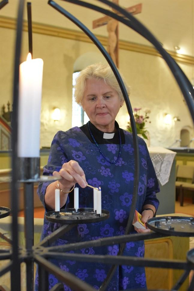 Ann-Mari Audas-Willman tycker att allhelgona är en fin helg då vi minns och tänder ljus för våra nära och kära som gått bort.