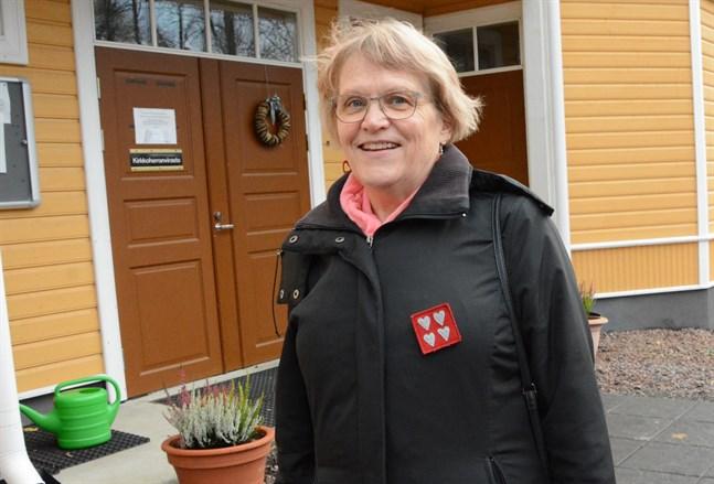 Annikki Tuisku från Kaskö är nöjd med den nya rutinen att boka en tid för att ge blod.