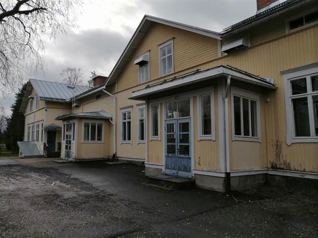 Med ett par dagar kvar av budgivningen har det kommit in ett jättebud på Rödsö skola.
