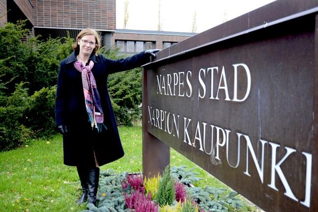 Mikaela Björklund har nu tre ganska exceptionella månaders erfarenhet som stadsdirektör i Närpes