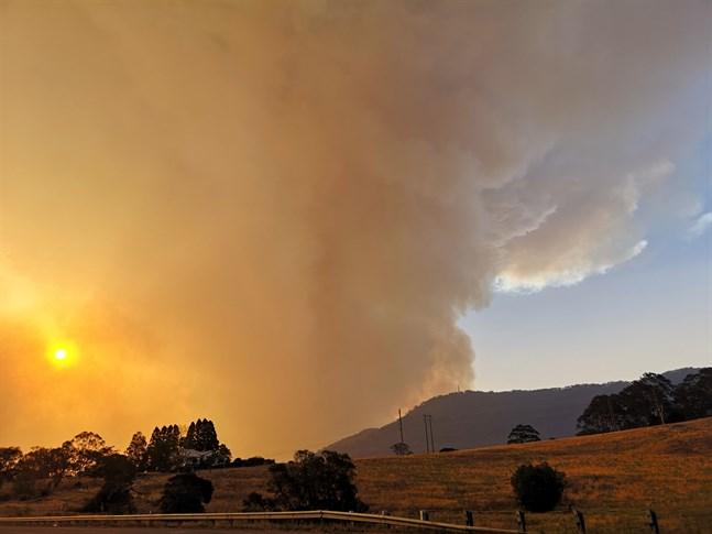 Rök från en av den senaste säsongens bränder i närheten av Bomaderry i New South Wales i sydöstra Australien. Arkivbild.