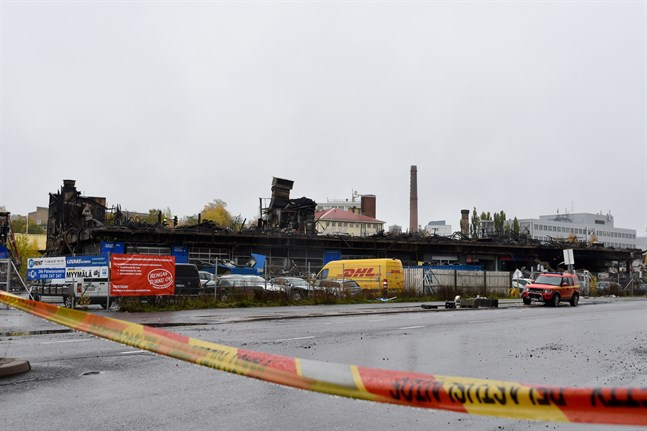 En stor brand förstörde en byggnad på Pansiovägen i Åbo den 21–22 oktober. Fem olika företag verkade i byggnaden.