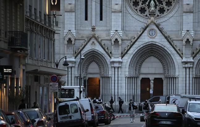 Dådet genomfördes vid kyrkan Notre-Dame i Nice i Frankrike.