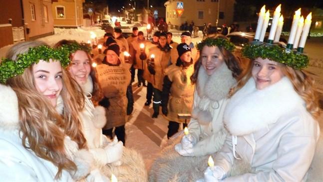 2017 var det Linnéa Granlund som bar luciakronan och fick sprida ljus tillsammans med tärnorna Jenni Dahlström, Nora Jakobsson och Minna Wiklund. I år blir det paus i traditionen.