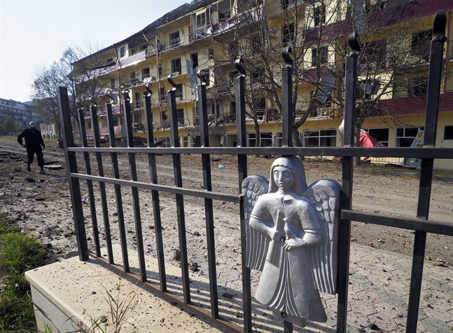 Ett granatskadat hus i staden Shushi, i närheten av Stepanakert i Nagorno-Karabach.