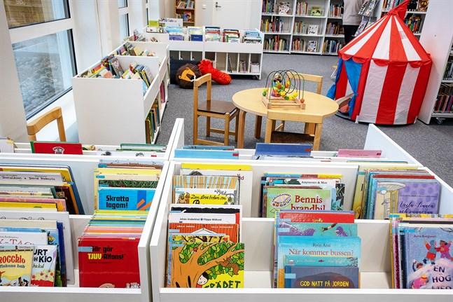 Den läsfrämjande verksamheten är inte bara viktig, den är numera också lagstadgad. Bilden är från det nya biblioteket i Nedervetil.