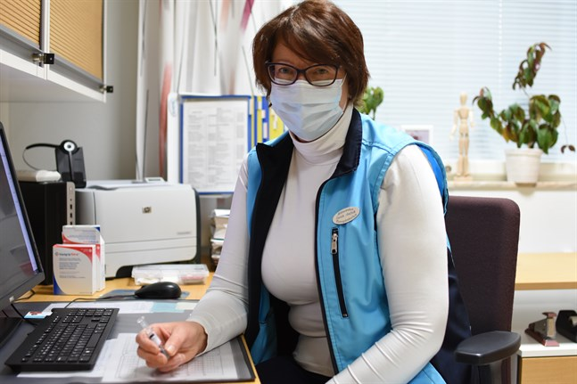 De enstaka doser som finns kvar ges till redan inbokade, säger ansvariga hälsovårdaren Carola Antfolk.