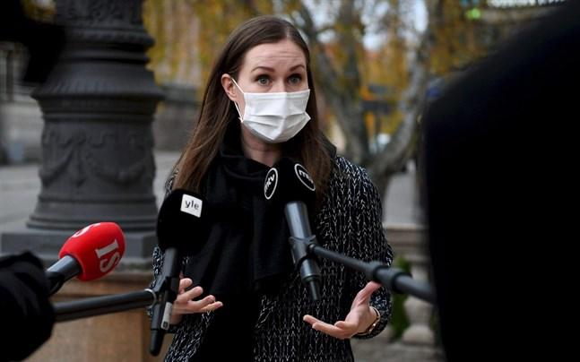 Statsminister Sanna Marin säger att regeringen inte ännu har fått någon information om när ett coronavaccin kunde finnas till hands i Finland.