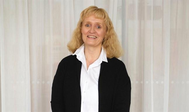 Forskningschef Marianne Pekola-Sjöblom vid Kommunförbundet säger att hälften av kommundirektörerna 2018 ansåg att lönen motsvarade arbetsmängden.