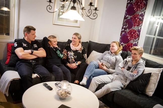 Ulf, Christoffer, Cecilia, Celina och Christian Hildén är en aktiv familj där mycket kretsar kring idrotten.
