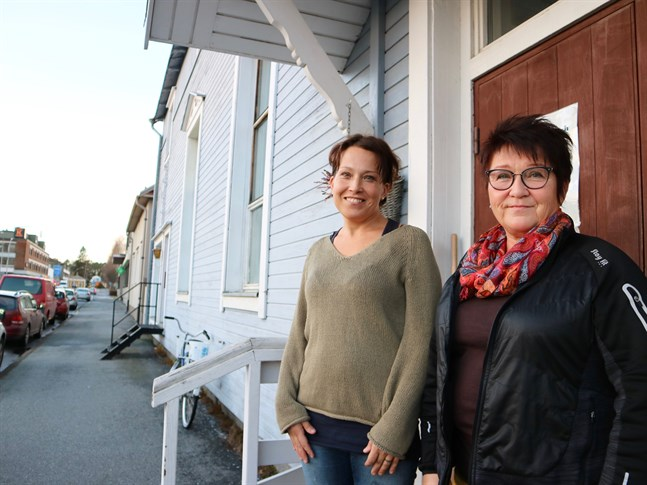 Johanna Kurman och Benita Eriksson betonar att Hyddan finns till för alla. Oberoende av ålder och ekonomisk situation står dörrarna öppna alla vardagar, och ibland också på lördagarna.