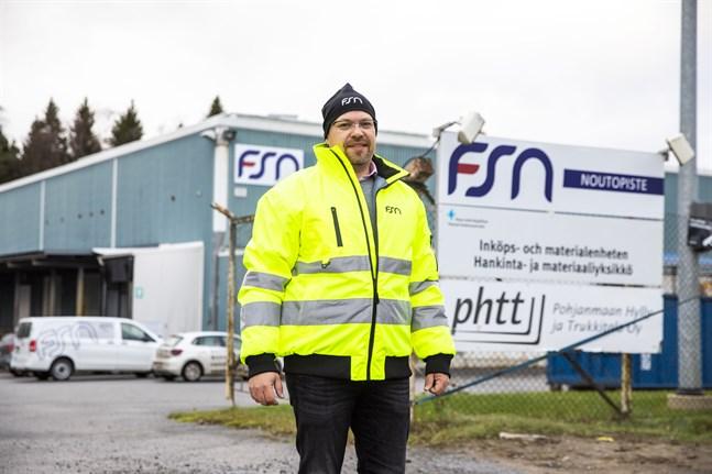 Anders Stennabba är försäljningsdirektör på logistikföretaget FSN Logistics som sköter om Ikeas nya hämtpunkt i Vasa.