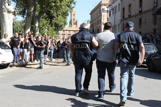 Tillslag mot maffiamedlemmar i Palermo i södra Italien 2019.