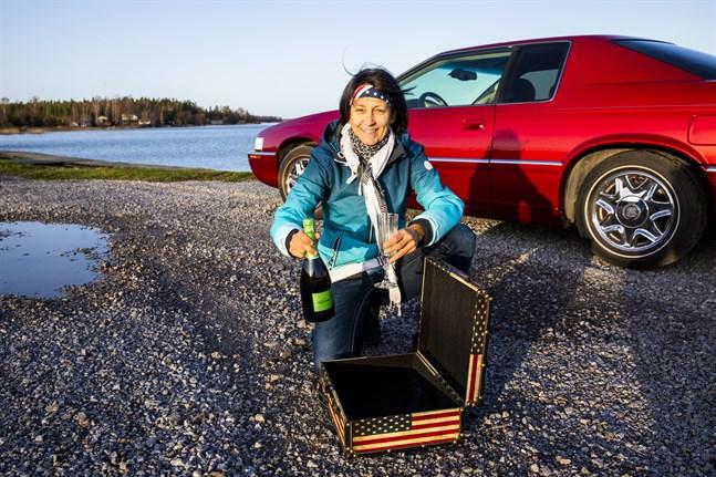 Debbie Forsman har kall champagne i beredskap. På fredag flyger korken av om Joe Biden har klar ledning.