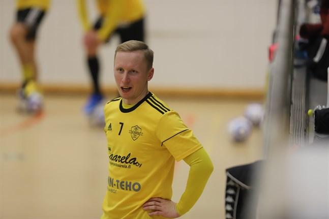 Toni Pylkkänen är tränare för FC Kiistos futsallag i division 1. Han hoppas publiken hittar till hemmamatcherna.