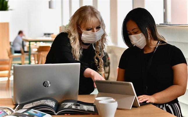 Om bägge personer har munskydd är smittrisken liten.