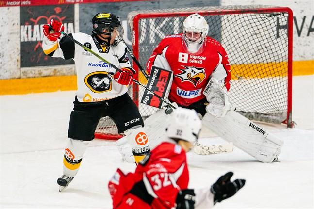 Oona Mäki motade totalt 29 puckar i matchen mot JYP. För motståndarnas målvakt var siffran 38. Trots fler skott på mål förlorade Sport matchen.