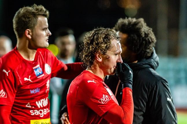 Markus Kronholm och Toni Takamäki har båda bra säsonger bakom sig för Jaro. Den ena är högaktuell för en fortsättning, men inte den andra. Detta delvis enligt Jaros strategi.