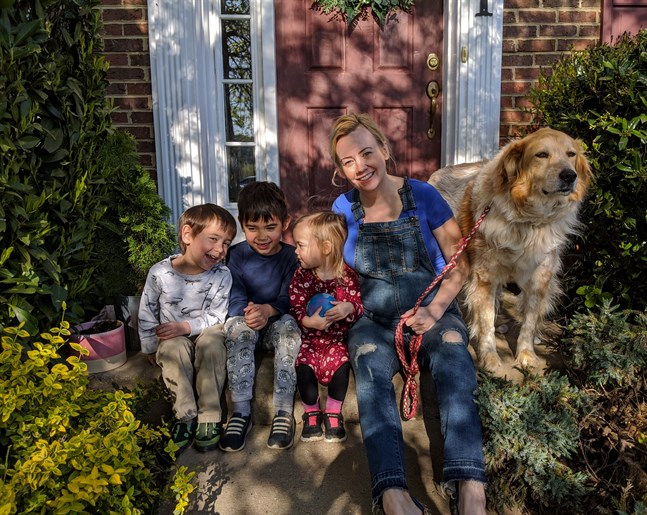 Maria Zink med barnen Charlie, Felix och Fiona. Maria har bott i USA sedan 2008.