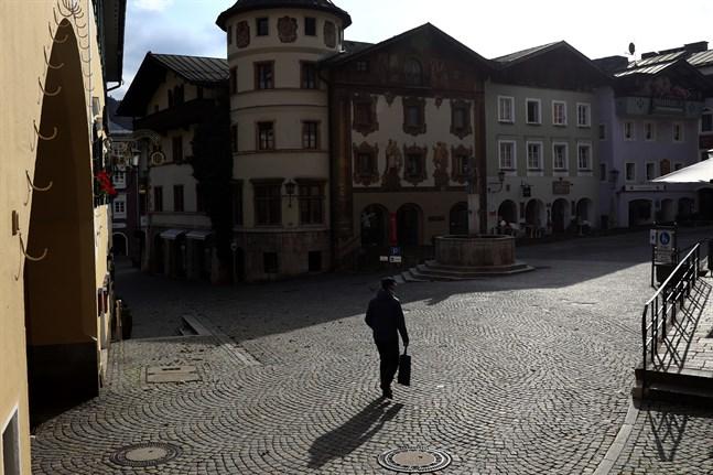 Ett tomt torg i tyska Berchtesgaden för ett par veckor sedan. Arkivbild.