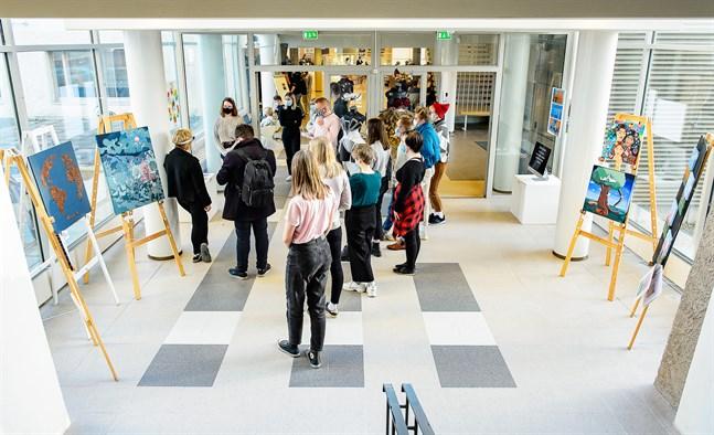 Vill man studera på bildkonstlinje i Österbotten under gymnasietiden är det studier vid Jakobstads gymnasium eller Vasa övningsskolas gymnasium som gäller. Arkivbild från Jakobstads gymnasium.