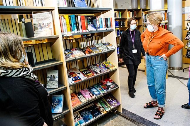 Aprilskämt i rullning på Karlebysidor på Facebook. Stadsbiblioteket i Karleby presenterade en infraröd bastu till uthyrning.