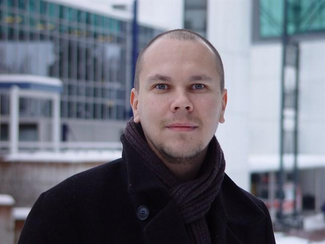 Mika Rämet, direktör för vaccinforskningscentret vid Tammerfors universitet, säger att vaccin genomgår en noggrann process innan det godkänns för försäljning.