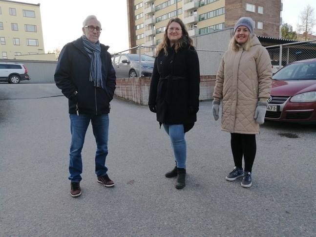 Samarbete över kommungränser. Lasse Nygård, Katrin Björklund och Hann Aarnio står bakom ett samarbete som möjliggör ett svenskspråkigt inslag på Mentalhälsoveckan.