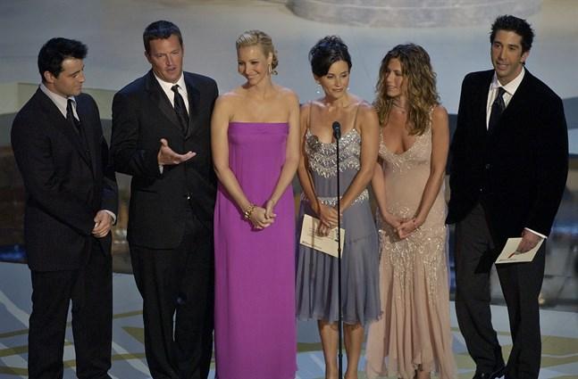 """Matt LeBlanc, Matthew Perry, Lisa Kudrow, Courteney Cox Arquette, Jennifer Aniston och David Schwimmer spelade huvudrollerna i """"Vänner""""."""