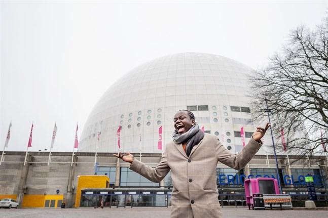 Förra årets vinnare Tusse Chiza framför Globen. Arkivbild.