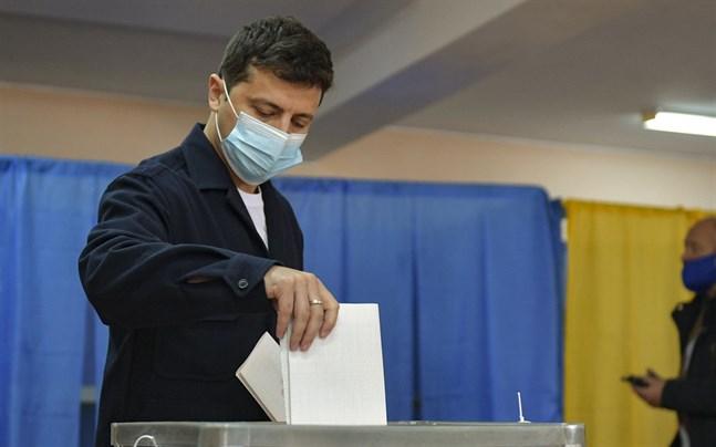 Ukrainas president Volodymyr Zelenskyj då han röstade i Kiev i lokalval den 25 oktober.