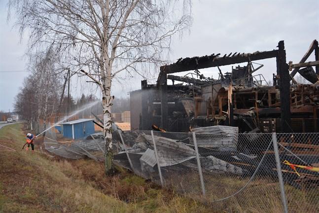 Kaskö stad bygger en ny hall åt Lunawood i stället för den som förstördes i en brand i november.