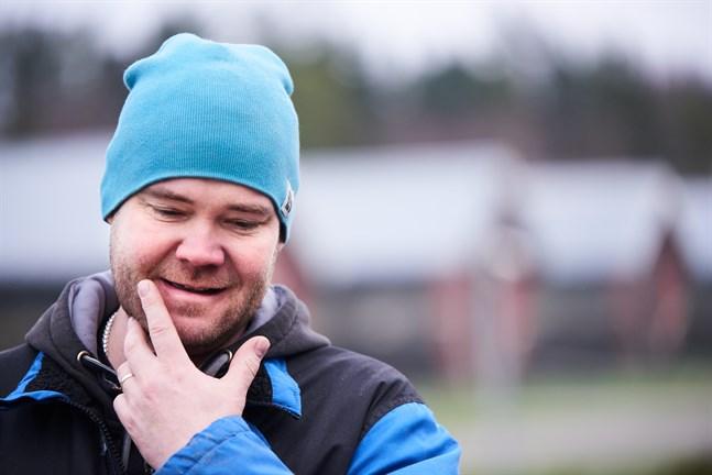 Tobias Andersson känner till ett par österbottniska farmer vars minkar nu testas. Han säger att hela branschen är orolig just nu.