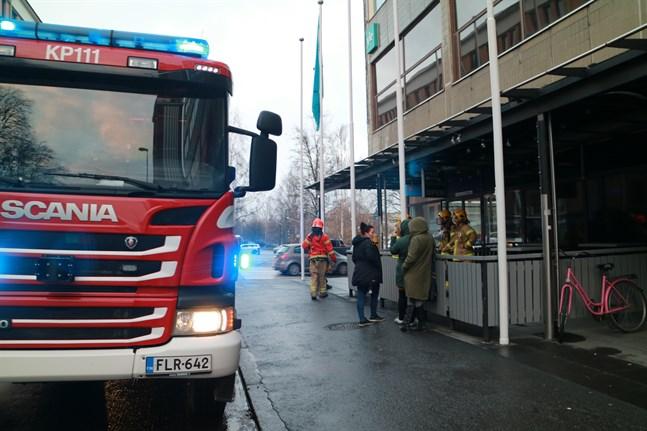 Räddningsverket ryckte ut till denna affärsfastighet på Strandgatan i Karleby.